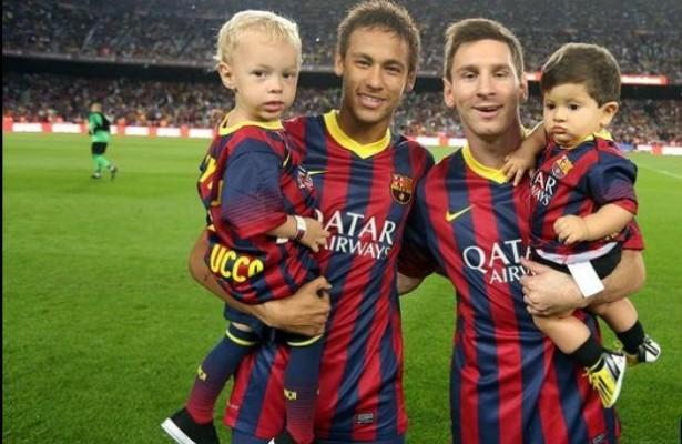 t_96857_neymar-e-messi-levaram-seus-filhos-davi-lucca-e-thiago-respectivamente-para-campo-antes-da-partida-615x400